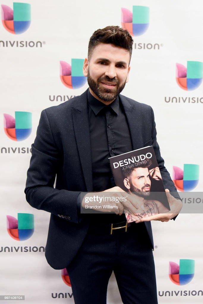 "Jomari Goyso Signs And Discusses His New Book ""Desnudo"" : News Photo"