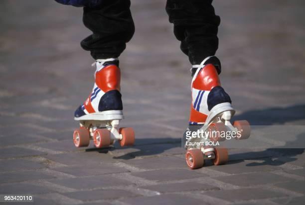Personne faisant du patin à roulette à Paris en mai 1986 France