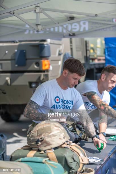 equipamento de exposição pessoal raf - exército britânico - fotografias e filmes do acervo
