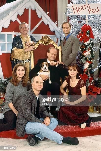 FRASIER Perspectives on Christmas Episode 9 Pictured John Mahoney as Martin Crane David Hyde Pierce as Dr Niles Crane Peri Gilpin as Roz Doyle Moose...
