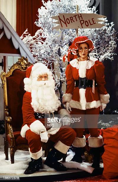 FRASIER Perspectives on Christmas Episode 9 Pictured Kelsey Grammer as Dr Frasier Crane Peri Gilpin as Roz Doyle