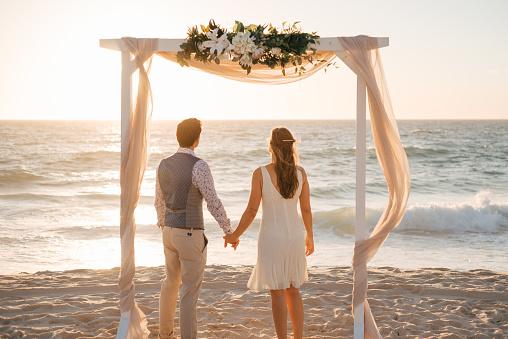 perth beach wedding couple - gettyimageskorea