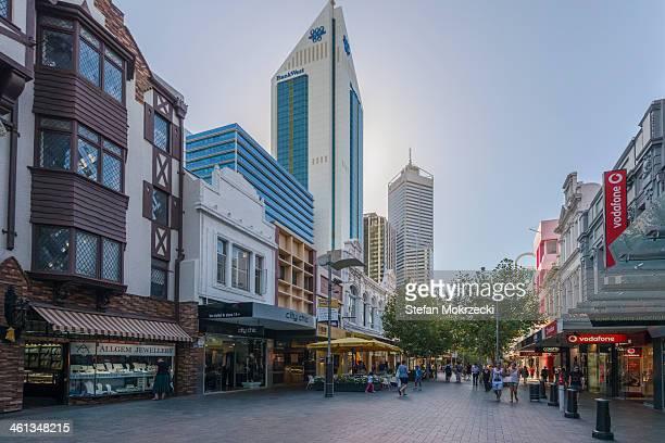 perth city  hay street mall - perth australië stockfoto's en -beelden