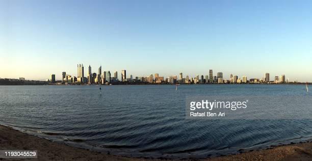 perth city skyline as view from swan river - rafael ben ari stock-fotos und bilder