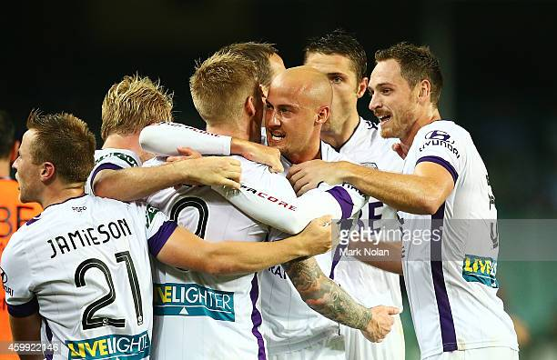 Perth Glory celebrate a goal by Andrew Keogh during the round 10 ALeague match between Sydney FC and Perth Glory at Allianz Stadium on December 4...