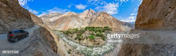 Peru, Andes, Cordillera Negra, SUV on Road 3N, Canon del Pato and Rio Santa