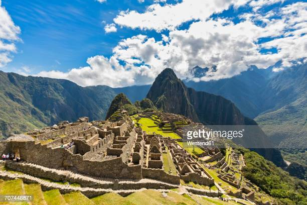 peru, andes, urubamba valley, machu picchu with mountain huayna picchu - inca stock pictures, royalty-free photos & images