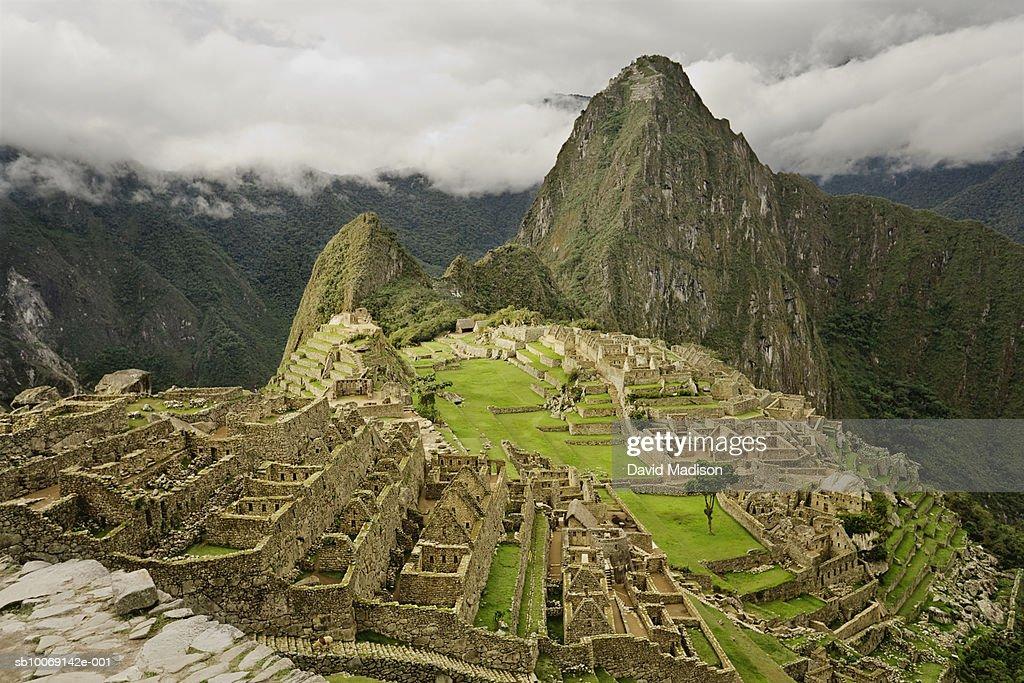 Peru, Cusco, Machu Picchu with Huayna Picchu peak in background : Stockfoto
