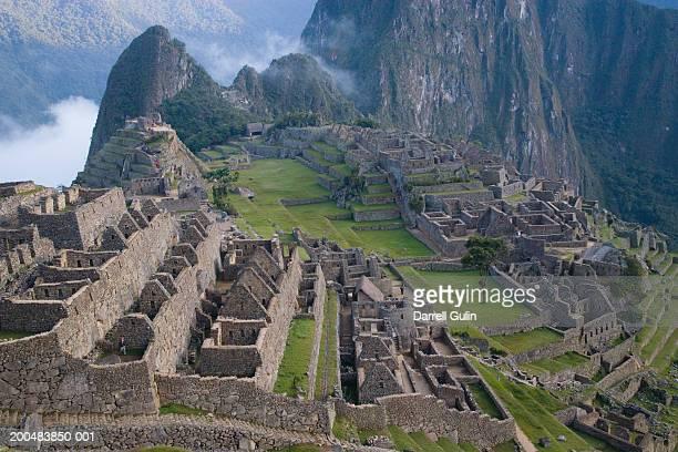 peru, cuzco, machu picchu, inca ruins, elevated view - machu picchu foto e immagini stock