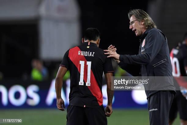 Peru head coach Ricardo Gareca talks with Raúl Ruidíaz of Peru in the 2019 International Champions Cup match against Brazil on September 10, 2019 in...