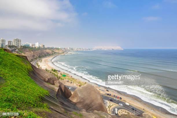 peru, lima, miraflores, skyline, steep coast, road circuito de playas - lima peru fotografías e imágenes de stock