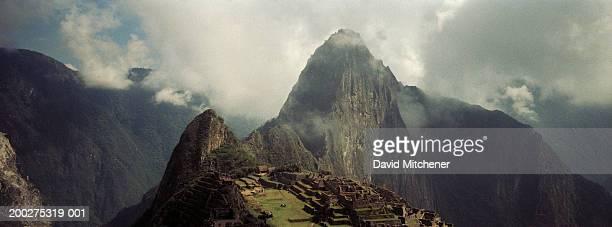 Peru, Machhu Picchu, mountain and clouds