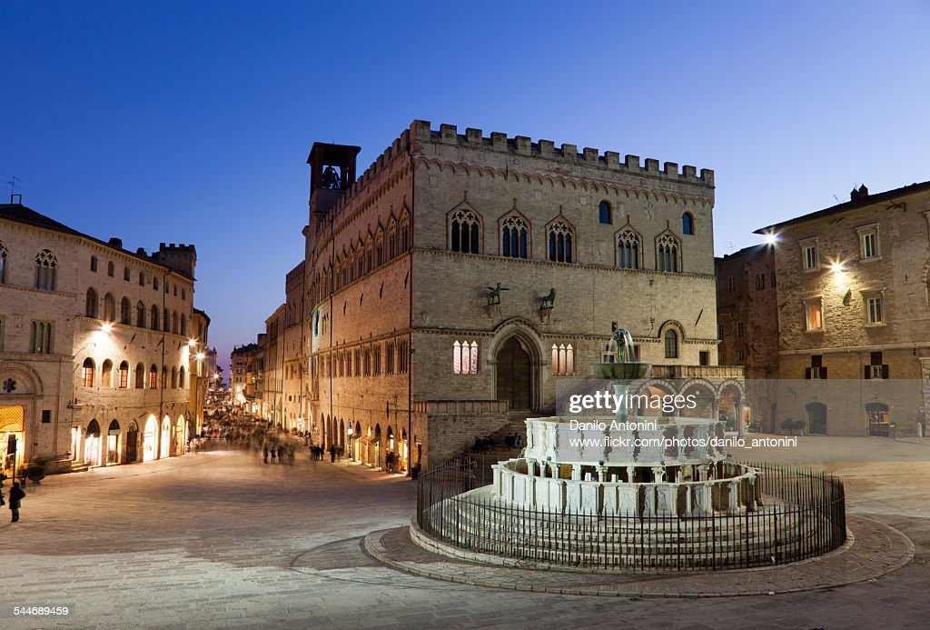 Perugia, Piazza IV Novembre at twilight : Stock Photo