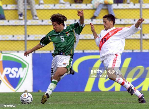 Peru's David Soria fights for the ball with Bolivia's Oscar Sanchez during their 08 October JapanKorea 2002 World Cup qualification game in La Paz...