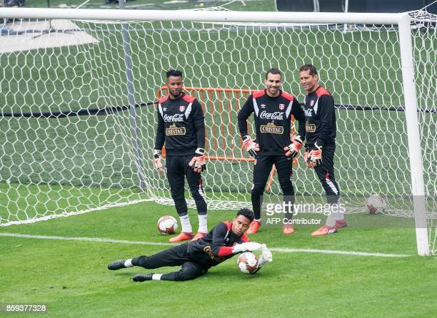 Peru's goalkeepers Pedro Gallese Carlos Caceda Jose Carvallo and Leao Butron take part in a training session in Lima on October 9 2017 ahead of their...