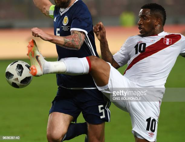 Peru´s Jefferson Farfan controls the ball over Scotlands Charlie Mulgrew during their friendly match prior to Russia 2018 World Cup played at the...