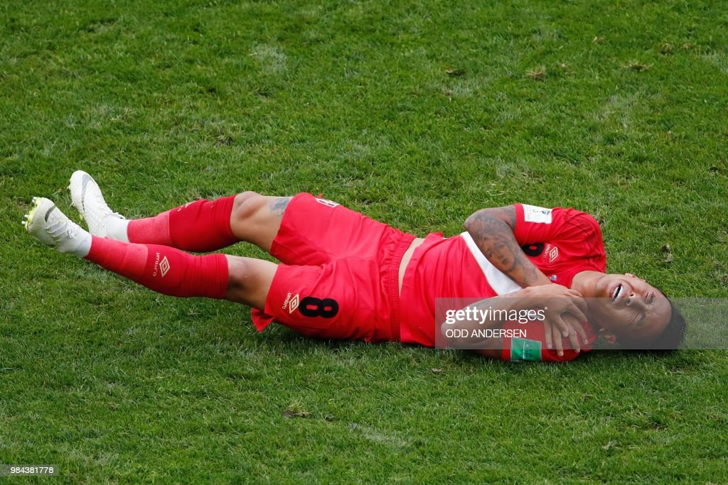 TOPSHOT - Peru's midfielder Christian Cueva reacts after being fouled during the Russia 2018 World Cup Group C football match between Australia and Peru at the Fisht Stadium in Sochi on June 26, 2018. (Photo by Odd ANDERSEN / AFP) / RESTRICTED