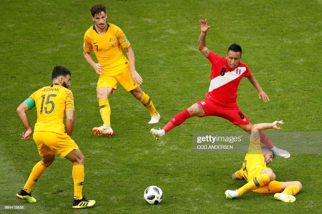 TOPSHOT - Peru's midfielder Christian Cueva (2R) vies for the ball with Australia's midfielder Mile Jedinak (L), Australia's forward Mathew Leckie (2L) and Australia's defender Joshua Risdon (R) during the Russia 2018 World Cup Group C football match between Australia and Peru at the Fisht Stadium in Sochi on June 26, 2018. (Photo by Odd ANDERSEN / AFP) / RESTRICTED