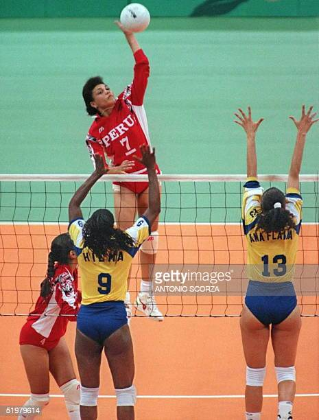 Peru's Milagros Camere Puga smashes the ball past Brazilians Hilma and Ana Flavia 20 July at the Omni Coliseum in Atlanta during their women's...