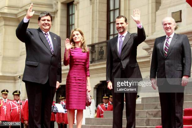 Peru's president Alan Garcia Spain's Princess Letizia Ortiz Prince Felipe de Borbon and Foreign Minister Andres Garcia Belaunde wave to the press...