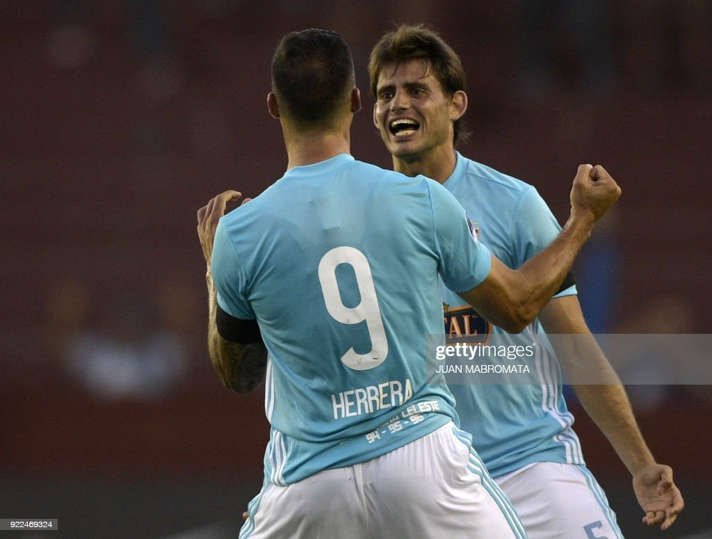 Peru's Sporting Cristal forward Emanuel Herrera (L) celebrates after scoring a goal against Argentina's Lanus during their Copa Sudamericana 2018 first stage football match at 'La Fortaleza' stadium in Lanus, Buenos Aires, Argentina, on February 21, 2018. /