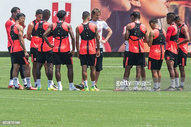 Peru's team coach Ricardo Gareca speaks to his players during a training session in Lima on November 12 ahead of their WC 2018 qualifier match...