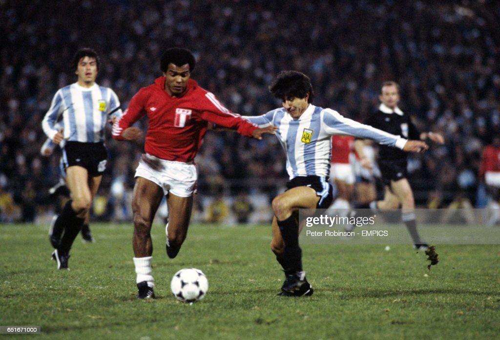 Soccer - World Cup Argentina 78 - Group B - Argentina v Peru : News Photo