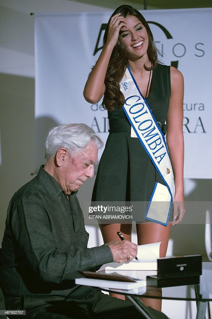 Peruvian 2010 Nobel Prize in Literature laureate Mario Vargas Llosa (L) signs books during the International Book Fair of Bogota, which has Peru as guest of honor, on April 30, 2014, in Bogota, Colombia. AFP PHOTO/Eitan ABRAMOVICH