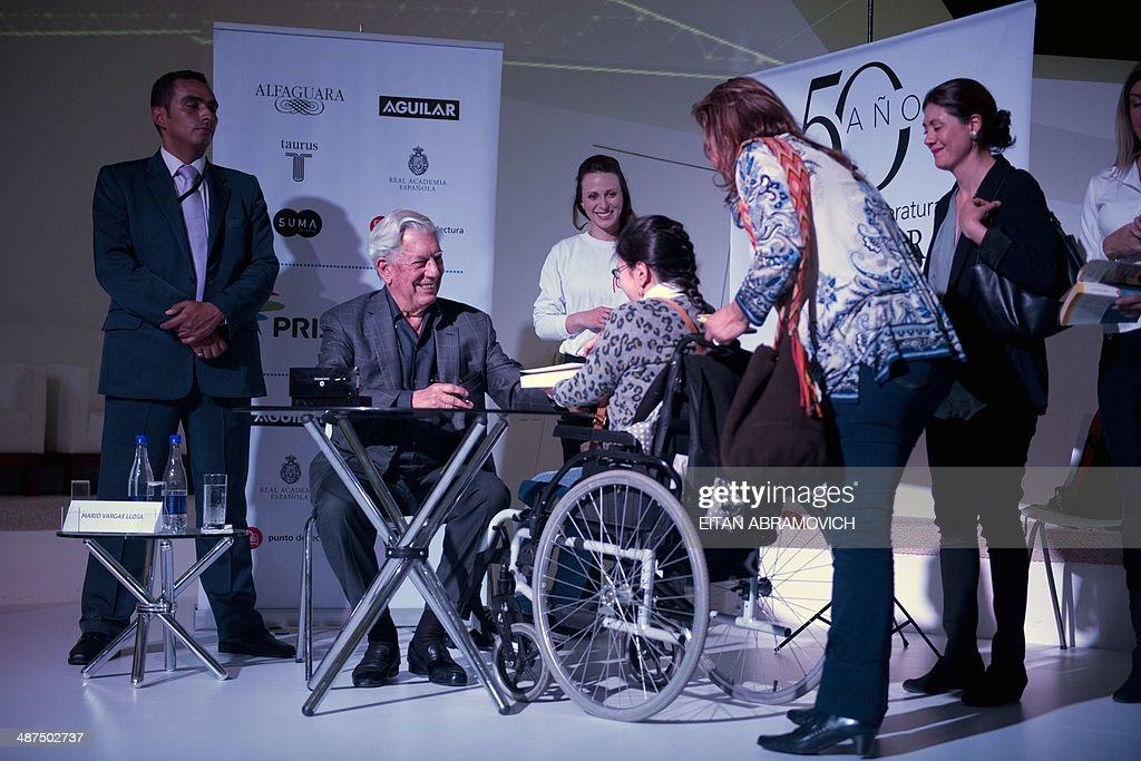 Peruvian 2010 Nobel Prize in Literature laureate Mario Vargas Llosa (2nd-L) signs books during the International Book Fair of Bogota, which has Peru as guest of honor, on April 30, 2014, in Bogota, Colombia. AFP PHOTO/Eitan ABRAMOVICH