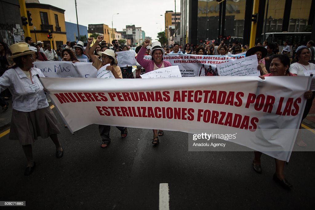 Peruvian Women Protest At Forced Sterilizations : Fotografía de noticias