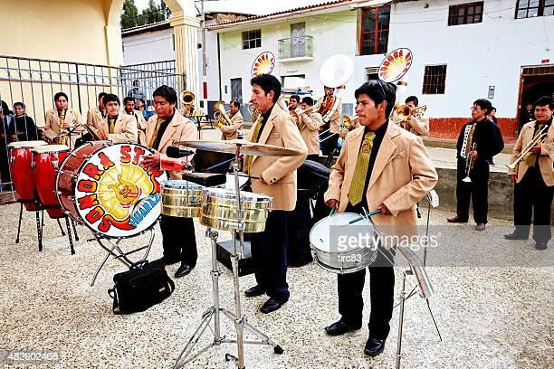 Peruanische band spielen auf Straße