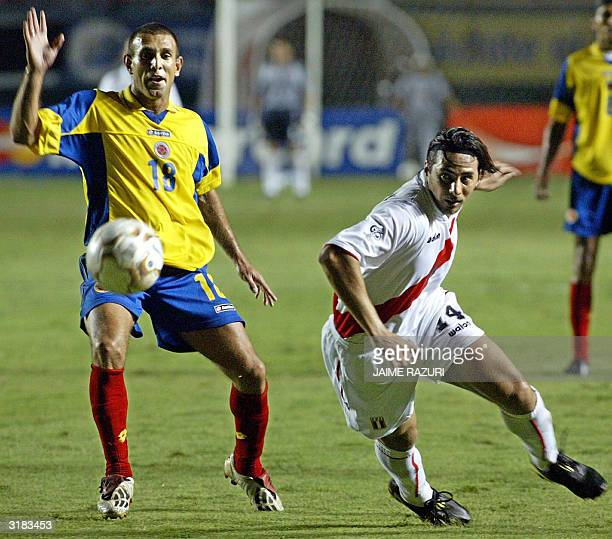 Peruvian Claudio Pizarro vies for the ball with Colombian Luis Amaranto Perea 31 March 2004 in Peru's National Stadium in Lima during the South...