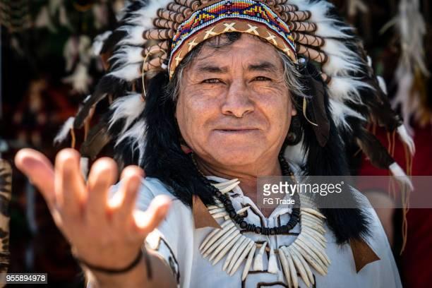 Péruvien homme avec des vêtements traditionnels
