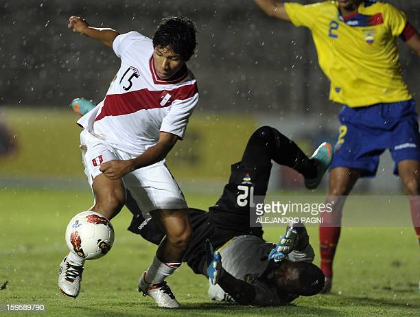 Peruvian midfielder Edison Flores controls the ball past Ecuadorean goalkeeper Darwin Cuero during the South American U-20 Championship Group B...