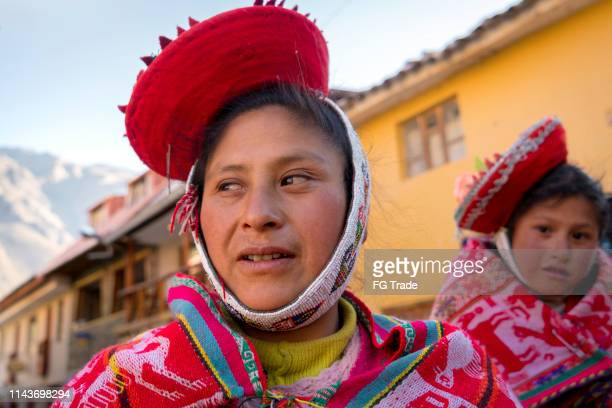 peruvian mother and daughter - quechua people stock pictures, royalty-free photos & images