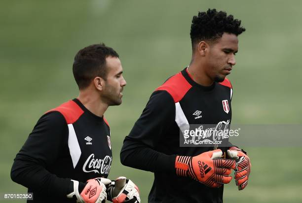 Peruvian national team goalkeeper Pedro Gallese takes part in a training session in Lima on November 4 2017 ahead of their FIFA 2018 World Cup South...