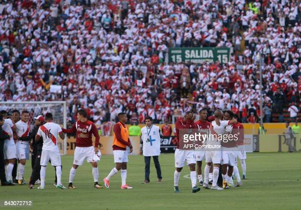 Peruvian players celebrate at the end of their 2018 World Cup qualifier football match against Ecuador in Quito on September 5 2017 / AFP PHOTO /...