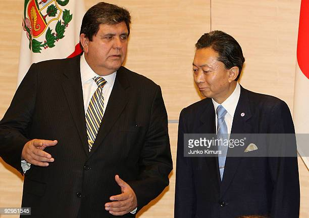 Peruvian President Alan Garcia talks with Japanese Prime Minister Yukio Hatoyama during the signing ceremony at Hatoyama's official residence on...