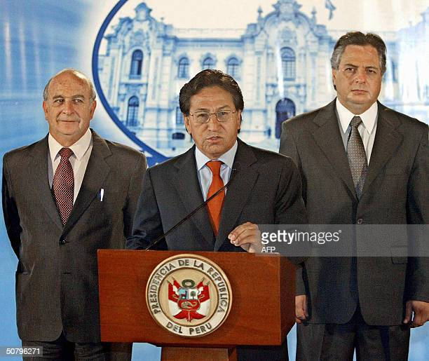 Peruvian President Alejandro Toledo next to Prime Minister Carlos Ferrero and Foreign Affairs Minister Manuel Rodriguez annouces that the US and Peru...