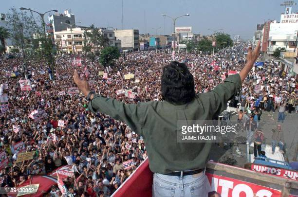 Peruvian presidential candidate Alejandro Toledo greets supporters during an election rally 25 May 2000 in Chimbote Peru 500 kms north of Lima ahead...