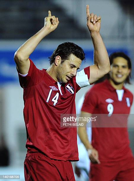 Peruvian team captain Claudio Pizarro clebrates his goal during a friendly football match against Tunisia on February 29 2012 in El Menzeh Olympic...