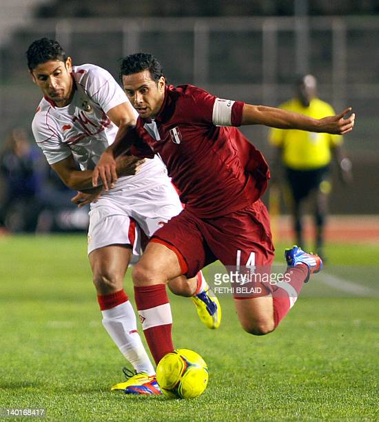 Peruvian team captain Claudio Pizarro vies with Tunisian forward Mejdi Traoui during a freindly football match on February 29 2012 in El Menzh...