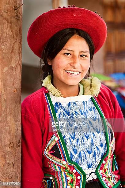 Peruanische Frau in-Kleidung, das Heilige Tal, Chinchero