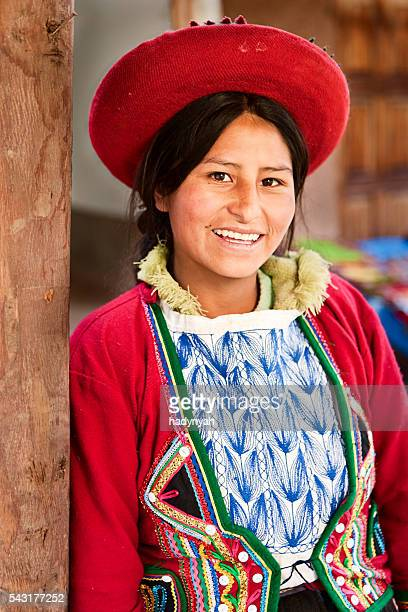 Mulher Peruana em roupa nacional, a sagrada vale, Chinchero