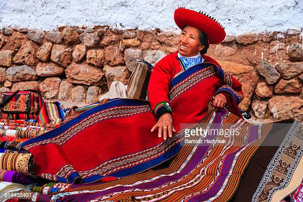 peruvian woman selling souvenirs in sacred valley - peruvian culture stock pictures, royalty-free photos & images