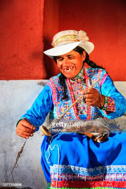 peruvian woman spinning wool by hand near colca canyon, peru - quechua people stock pictures, royalty-free photos & images