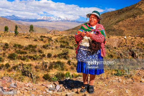 peruvian woman spinning wool by hand near colca canyon, peru - altiplano stock pictures, royalty-free photos & images