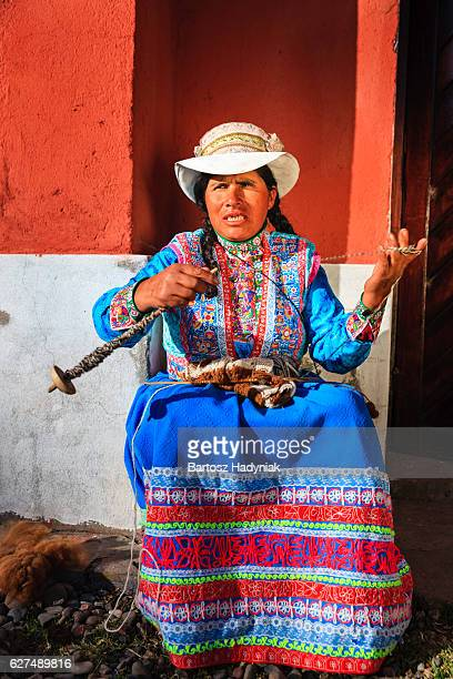 peruvian woman spinning wool by hand near colca canyon, peru - indigenous peoples of south america stock pictures, royalty-free photos & images