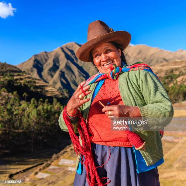peruvian woman spinning wool by hand, sacred valley, peru - altiplano stock pictures, royalty-free photos & images