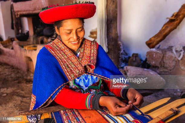 peruvian woman weaving, the sacred valley, chinchero - quechua people stock pictures, royalty-free photos & images